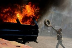 عاجل من تارودانت: إحراق سيارة للأمن الوطني بملعب لكرة القدم