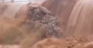 فيضانات المغرب 2014 : فيديو حصري لواد هائج يدمر قنطرة كبيرة بجنوب المغرب