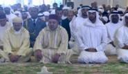 الملك محمد السادس يؤدي صلاة الجمعة بابوظبي
