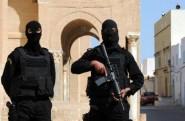 """تونس : مسلحون يخطفون""""دركيا"""" ويقطعون رأسه"""