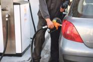 تراجع أسعار المحروقات يحرج مهنيي النقل