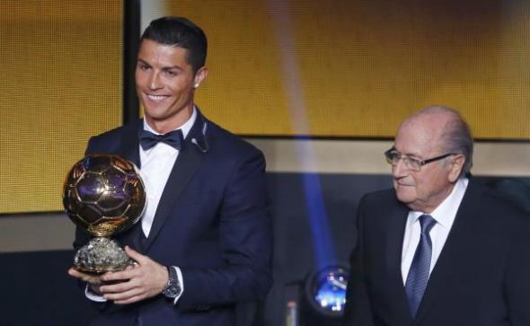 رونالدو يفوز بالكرة الذهبية للمرة الثالثة