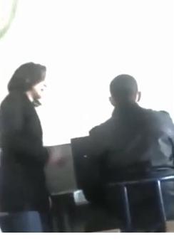 """بلمختار يفتح تحقيقا في فيديو الأستاذة التي """"تسب"""" تلميذا"""