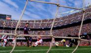 ميسي وسواريز يقودان برشلونة إلى انتزاع الصدارة