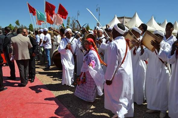 قلعة مكونة: فرق فلكلورية واحيدوس  تتألق في مهرجان الورود.