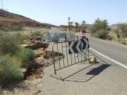"""زاكورة: حفرة بالطريق الوطنية رقم""""12″ تهدد سلامة مستعمليها والمسؤولين في """"دار غفلون""""."""