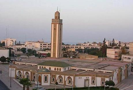 غريب ….. مغاربة يفطرون قبل آذان المغرب