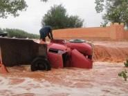 فيضان الواد لحمر بالرشيدية يجرف شاحنة لحمل الرمال و انقاد السائق