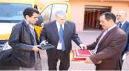 تنغير : عامل الإقليم يشرف على تسليم سيارة خاصة للنقل المدرسي لفائدة الجماعة المحلية لاميضر