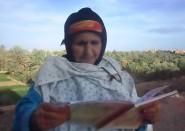 إمرأة تسعينية أمية من تنغير تتلو القرآن الكريم