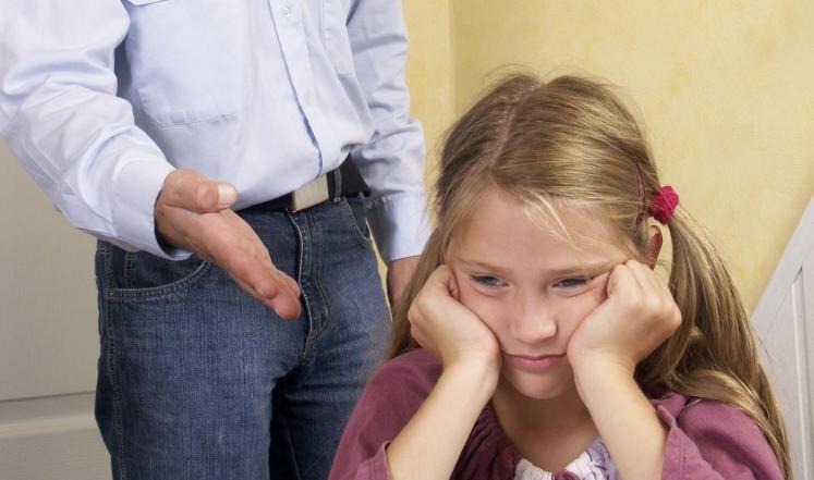 كيف تتعامل مع طفلك المتلعثم؟