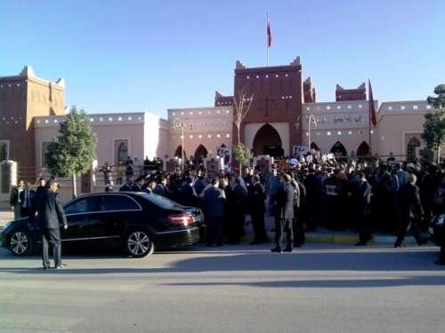 عائلة اكناو: تواجدنا أمام مقر مركز القاضي المقيم بقلعة مكونة كان إلا من أجل مقابلة السيد وزير العدل و الحريات شخصيا