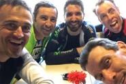 """مدرب برشلونة يحتفل بتعزيز الصدارة بـ """" دراجته الهوائية"""""""