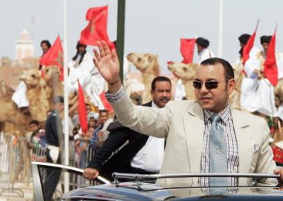 """زيارة الملك محمد السادس إلى العيون كما إلتقطها """"رادار"""" الإعلام الدولي"""