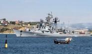 مدمرة روسية تطلق نيرانا تحذيرية باتجاه مركب تركي
