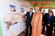الداخلة .. جلالة الملك يدشن مشاريع هامة للتطهير السائل والتزود بالماء الصالح للشرب باستثمار إجمالي قدره 495 مليون درهم