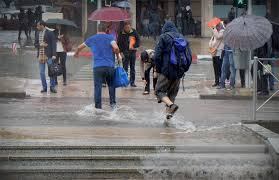الأرصاد تحذر في نشرة خاصة من أمطار رعدية قوية يومي الخميس والجمعة بهذه المناطق