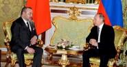 بالتفاصيل .. هذا ما دار بين محمد السادس والرئيس الروسي بوتين