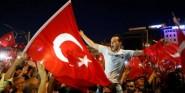 بعد خطابه التاريخي..أردوغان يأمر بتوزيع المأكولات الخفيفة و العصائر على الشعب التركي