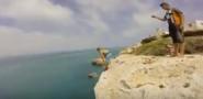 فيديو يحبس الأنفاس.. القفز إلى الماء من أعلى قمة بالمغرب