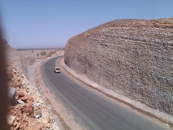 زاكورة: منعرجات خطيرة تهدد سلامة مستعملي الطريق وترفع من نسب الحوادث