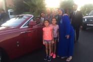 لأول مرة.. « سلفي » للملك محمد السادس رفقة مراكشيين في مدينة البهجة