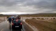 انقطاع الطريق في المقطع الطرقي لساعات بين الكولف الملكي وادلسان + فيديو