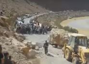 بالفيديو ..تساقط الاحجار يتسبب في إنقطاع جزئي للطريق الرابطة بين الرشيدية والريش