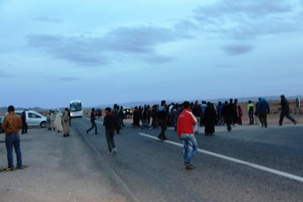فيديو : محاصرة أمنية لمسيرة سلمية بتنغير باتجاه الرشيدية