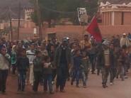 محتجون يطالبون بتغيير مدير مؤسسة تعليمية بأمسمرير