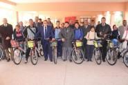 ورزازات:توزيع الدراجات الهوائية على تلاميذ الوسط القروي بسكورة