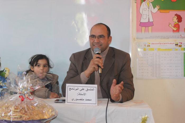 خميس دادس :مؤطرات برامج محو الامية يكرمن منسق البرنامج الأستاذ محمد منصوري