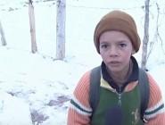 فيديو.. معاناة أطفال المناطق النائية مع الثلوج من أجل طلب العلم