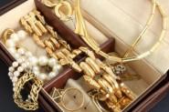باريس..برلمانية مغربية تتعرض لسرقة مجوهراتها التي تبلغ قيمتها 11 مليون سنتيم