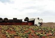 انقلاب شاحنة محملة بأطنان من البطيخ بين النيف و الريصاني