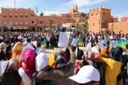 """بالصور…وقفة احتجاجية سلمية وقافلة تضامنية من تنغير الى مسقط رأس الشهيدة """"إيديا"""" بتيزكي"""