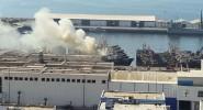 حريق أتى على باخرة بكاملها بميناء أكادير وتسبب في غرقها + فيديو