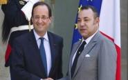 """الملك والرئيس الفرنسي يقومان بزيارة معرض """"كنوز الإسلام بإفريقيا، من تمبوكتو إلى زنجبار"""""""
