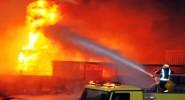 وفاة 10 أشخاص و إصابة آخرين آخرون نتيجة حريق اندلع في ورشة للنجارة