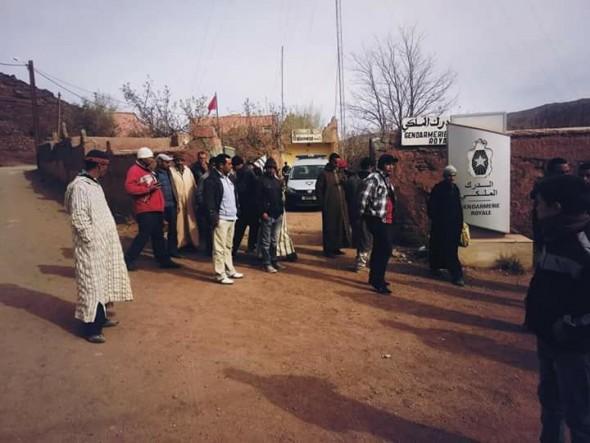 ساكنة اوسيكيس بجماعة أمسمرير اقليم تنغير تطالب بتوفير وسائل النقل الى السوق الاسبوعي.