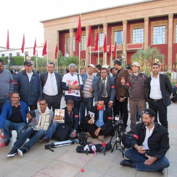 وقفة احتجاجية امام مقر البرلمان بمناسبة اليوم الوطني للصحافة