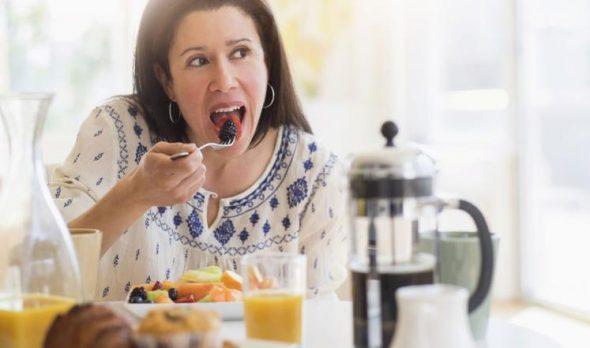 عدم تناول الفطور يربك ساعة الإنسان البيولوجية