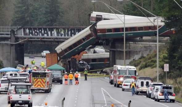 قتلى ومصابون بانحراف قطار في واشنطن