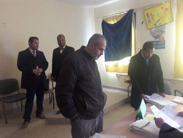 تنغير: المدير الإقليمي في زيارة لمركز التصحيح لمباراة توظيف الاساتذة بموجب عقود ( التعليم الابتدئي – دورة يناير2018)