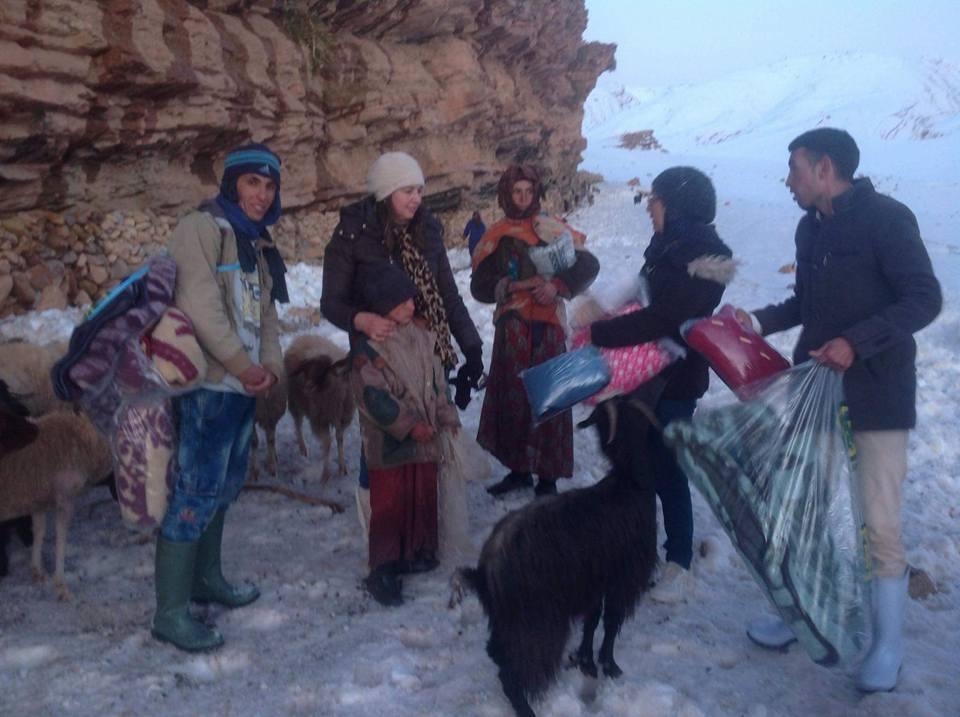 مبادرة إنسانية للتخفيف من معاناة رحل وسط الثلوج ضواحي تنغير + فيديو