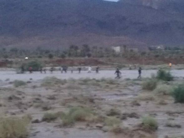بالصور … إنقاذ عدد من التلاميذ احتجزتهم السيول لساعات ضواحي تنغير
