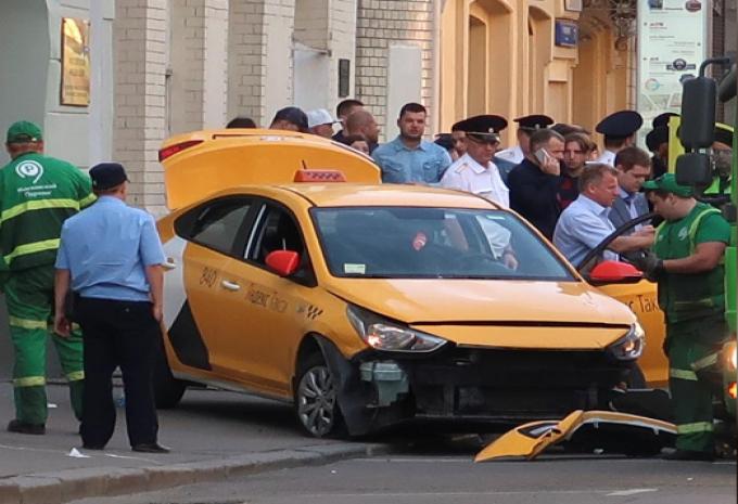 سيارة أجرة تصدم حشدا قرب الميدان الأحمر في موسكو