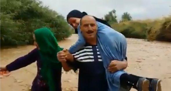 """يقطعون الوادي حاملين ابنائهم المتمدرسين !! معانات قبائل """"ايت مراو"""" بقلعة مكونة اقليم تنغير"""