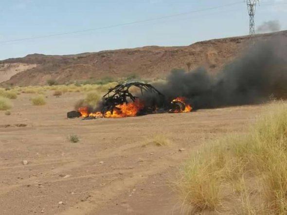 النيران تلتهم سيارة مشاركة في سباق الرالي ضواحي تنغير